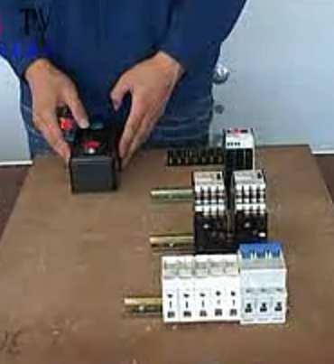 视频教程 电工技术 电动机正反转配电盘教学视频  视频类别:电工技术