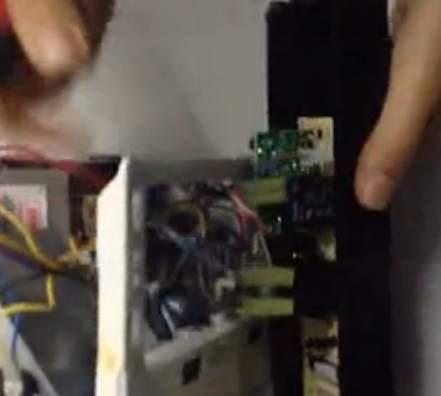 小洗衣机_格兰仕微波炉拆卸方法_生活电器_视频教程